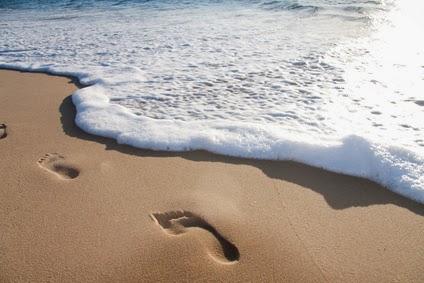 Contacto con la naturaleza, los beneficios de caminar descalzo