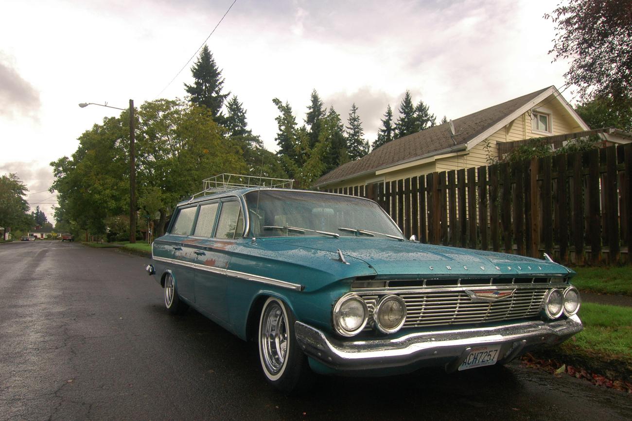 OLD PARKED CARS.: 1961 Chevrolet Parkwood Station Wagon.