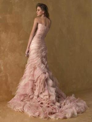 http://4.bp.blogspot.com/-5DebIUV486A/Ta_6dioT-zI/AAAAAAAAGiA/U00Og-9p0bw/s400/pink+wedding+dress.jpg