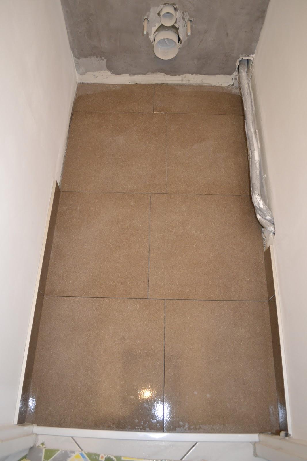 Toilette suspendue habillage b ton cir gris cendre sol 45x45 julienbugnetcarrelage - Habillage escalier beton cire ...