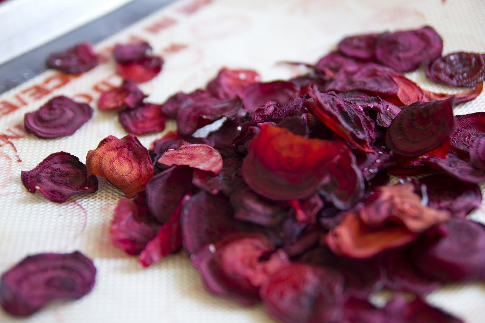 the lovely lady baker: Beet Chips