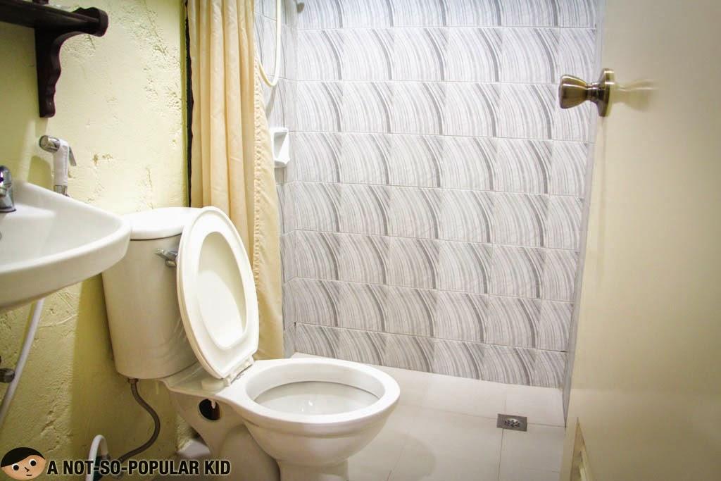 Metro Vigan Inn Bathroom