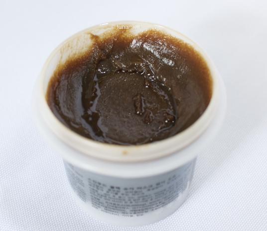 Best face masks of year 2015 Skinfood Black Sugar Mask Wash Off review lunarrive Singapore Lifestyle Blog