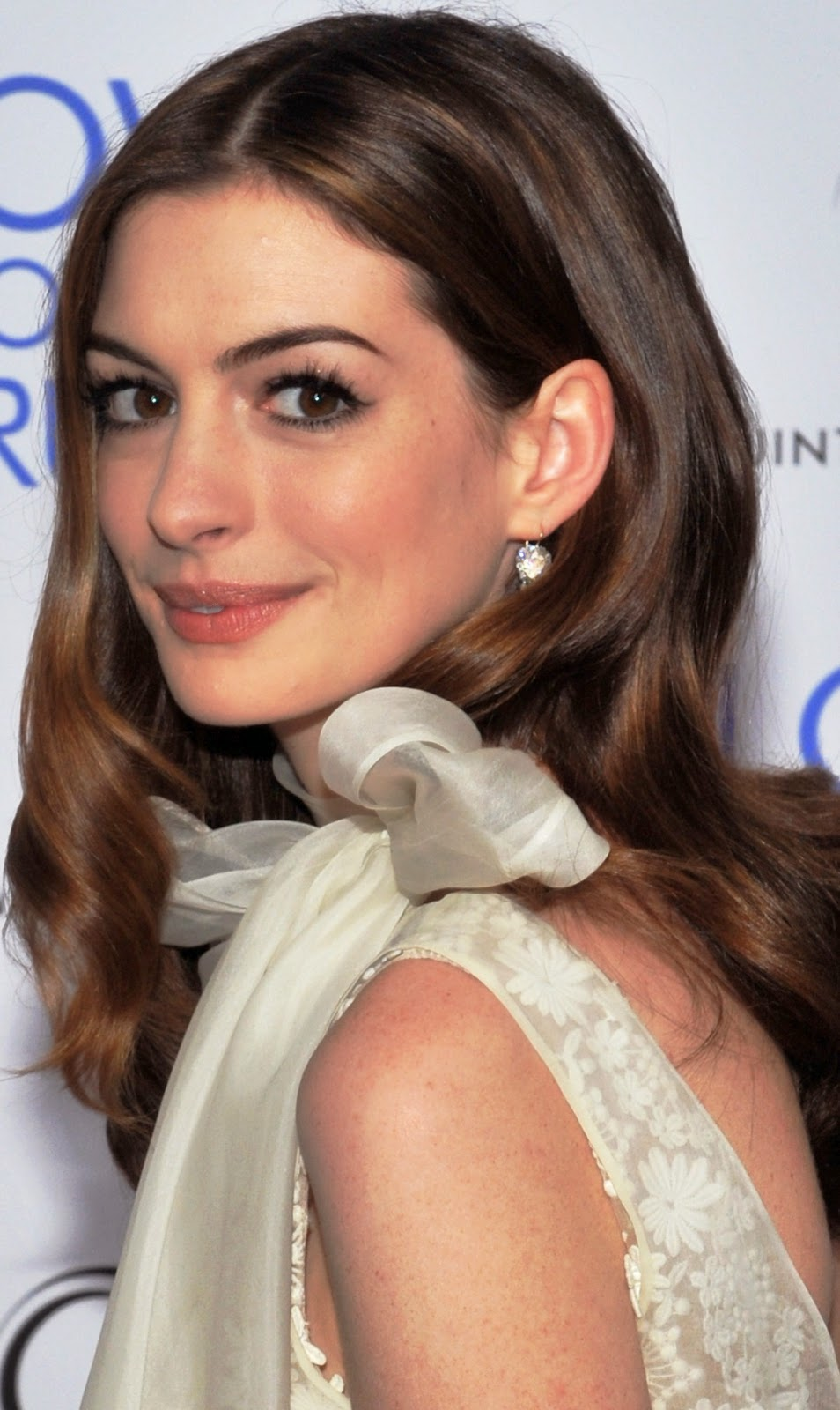Anne Hathaway born November 12, 1982 (age 35) Anne Hathaway born November 12, 1982 (age 35) new pics