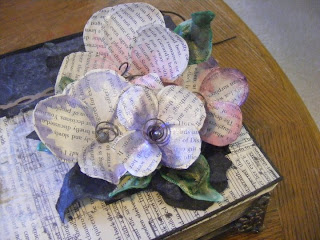 recycling old books DIY crafts