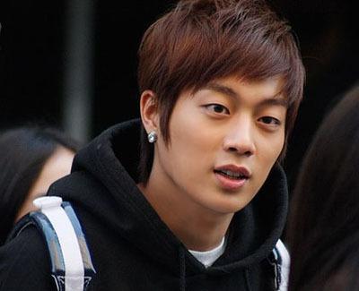 http://4.bp.blogspot.com/-5EH6A5p_-Ys/UO9WofPJrcI/AAAAAAAABc4/pSJpm2wuyH8/s640/Yoon-Doo-Joon.jpg