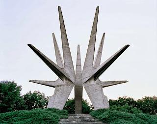 Era Monumen Sci-Fi Di Soviet Yang Luar Biasa