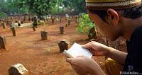 Membaca al-quran di kuburan