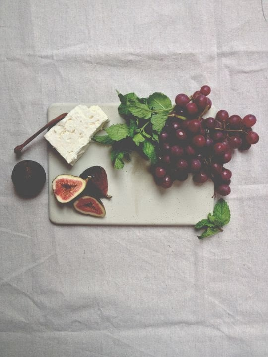 http://www.adailysomething.com/2013/09/diy-concrete-cheeseboard.html
