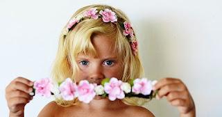 Gambar Bayi Perempuan Pakai Bandana Bunga