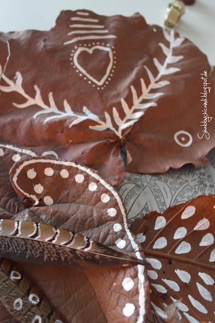 Blätter bemalen im Ethno Look