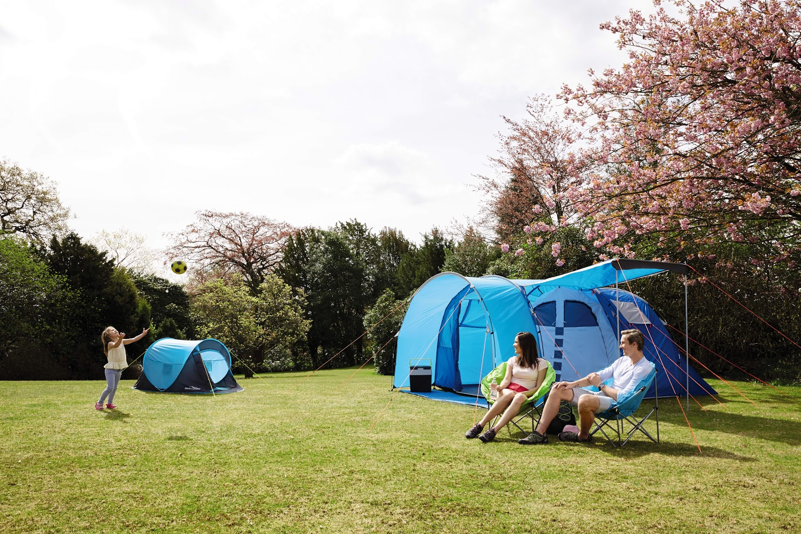 Aldi 5 person tent £79.99 and pop-up 2 person tent £19.99 & Me and my shadow: Camping deals with Aldi
