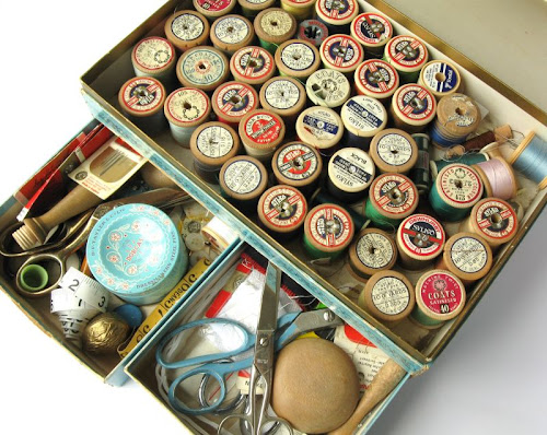 http://4.bp.blogspot.com/-5FKcLDlBe-w/U8-EW1Dx_KI/AAAAAAAAZZY/35cAbJN-Efw/s500/My+Grandmother's+Sewing+Box.jpg