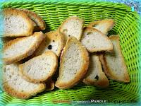 Crostini di pane toscano, funghi e mozzarella