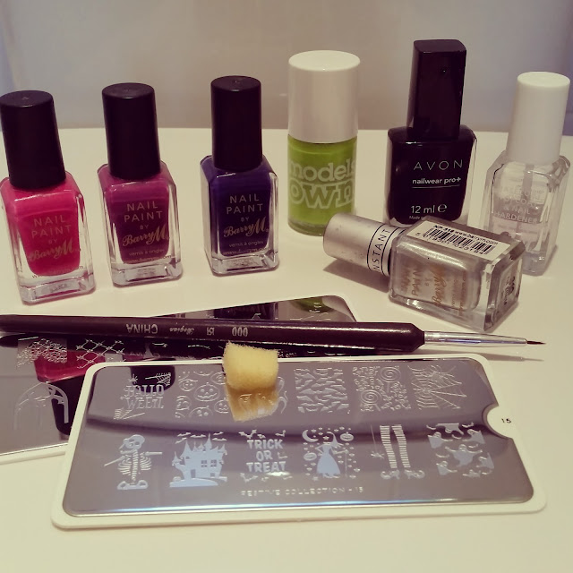 40-great-nail-art-ideas-halloween-spooky-scene-ombre-stamped-manicure (3)