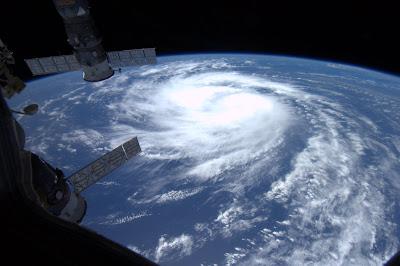 Hurrikan KATIA: Intensivierung etwas gebremst .... und ein Foto von der International Space Station (ISS) aus gesehen, aktuell, Katia, 2011, Hurrikansaison 2011, Verlauf, Atlantik, Vorhersage Forecast Prognose, Hurrikan Satellitenbilder, Satellitenbild Satellitenbilder, NASA, ISS,