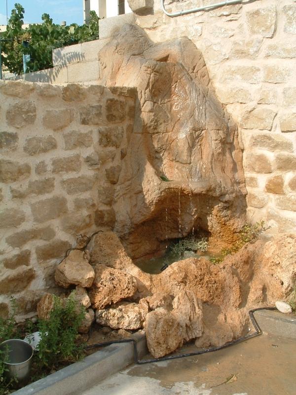 Decoraci n con piedra artificialher ldica y artesan a estecha - Fuentes de pared de piedra ...