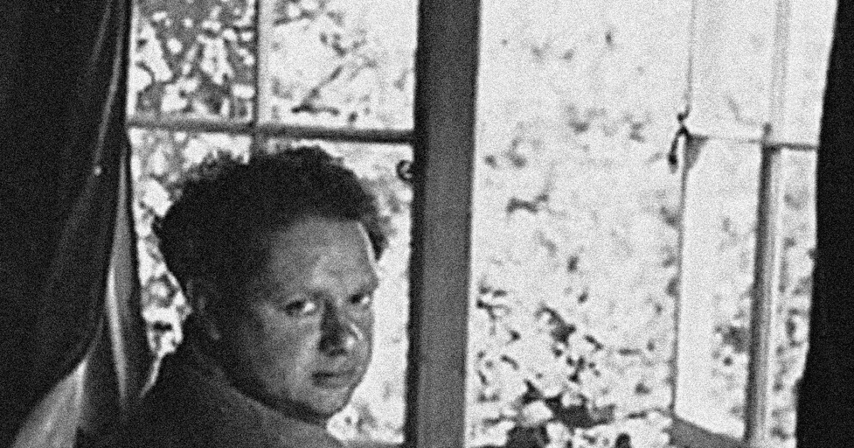a refusal to mourn death by dylan thomas Dylan thomas, a refusal to mourn the death, by fire, of a child in london nell'estate del 1945, a guerra appena finita,  cronache di mutter courage.