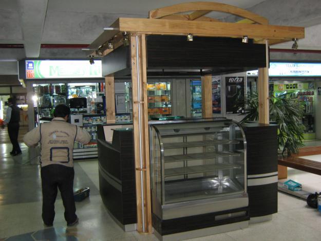 Carpinteria giovanni modulos comerciales vitrinas for Construccion de modulos comerciales