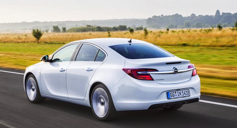 Opel Insignia vazut din spate