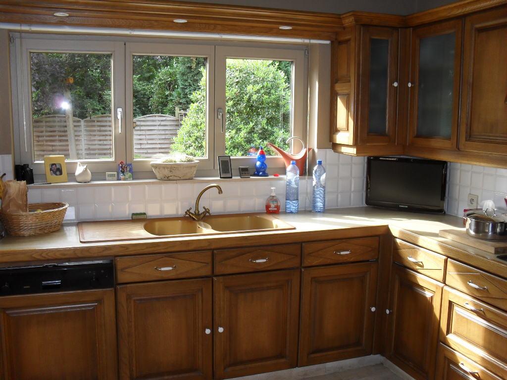 Oude eiken keuken opknappen: oude keuken afbreken.