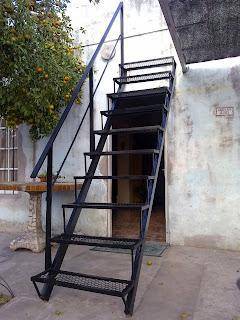 Herreria en general las 24 hs escalera metalica Escaleras herreria para interiores