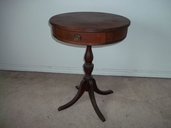 c small antique side table 50 - Small Antique Side Tables