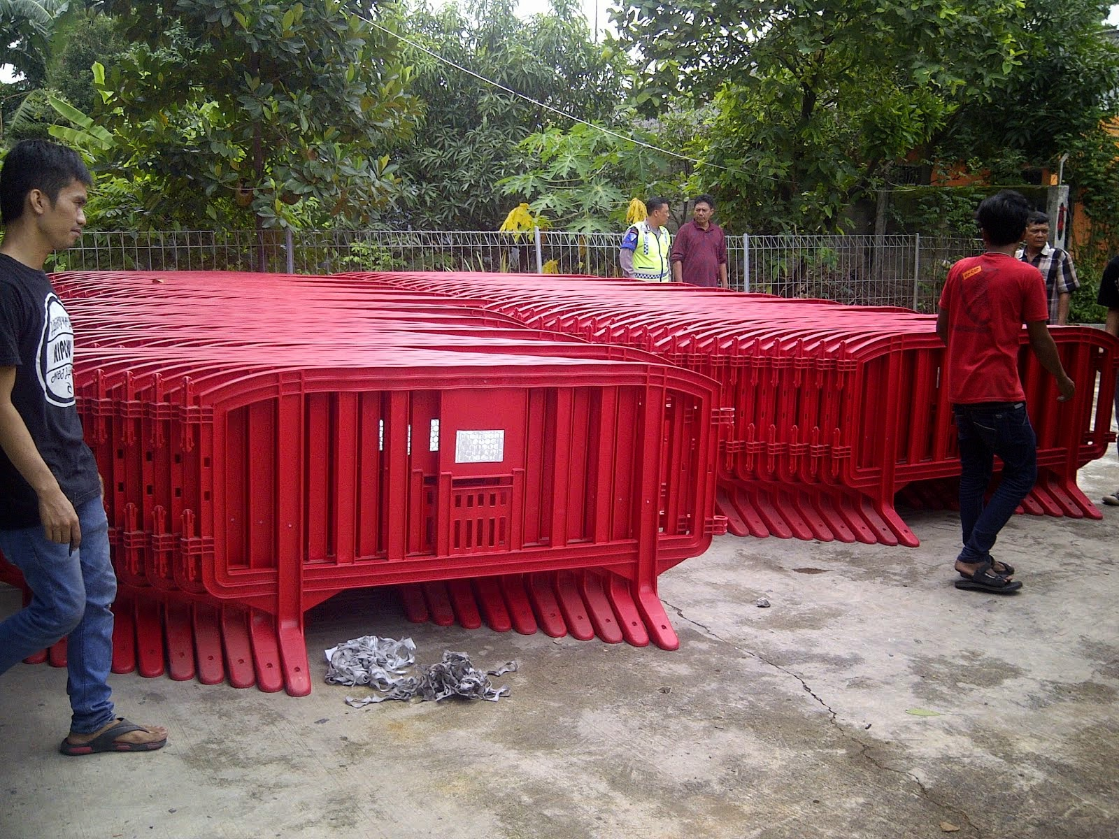 Pagar Red Barrier