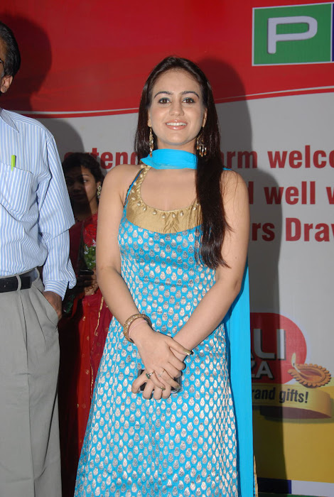 aksha at pch bumper draw event, aksha actress pics