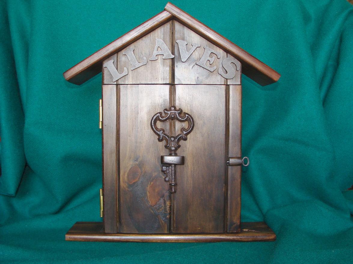 Artesanias miguel artesanias portallaves casitas de madera guardallaves - Para colgar llaves ...