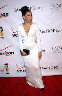 Eva Longoria posing for cameras on the red carpet