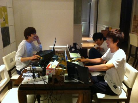 WALLPAPER DESAIN: Internet Cafe Milik Kyuhyun di Taiwan??
