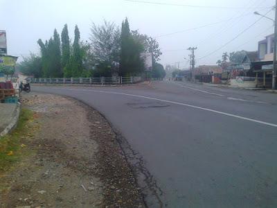 jalan pertigaan kecamatan muara kelingi