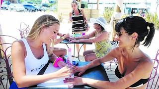 """En los atardeceres de Punta del Este, crece la moda del """"spa playero"""""""
