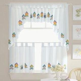 Cortinas con mucho color para la cocina decoracion de for Disenos de cortinas para cocinas modernas