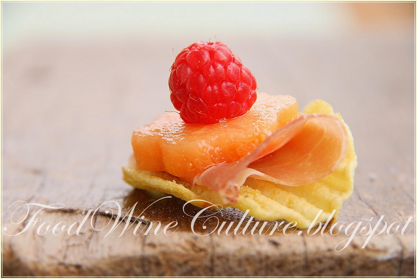 Crudo di Parma DOP con Lamponi e Fiore di Melone su Rustica San Carlo