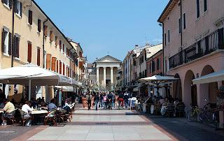 Бардолино. Piazza Matteotti