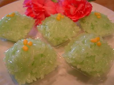 Thai Food Lesson ข้าวเหนียวแก้ว 砂糖、塩、もち米をかき混ぜたもの Glossy Glutinous Rice