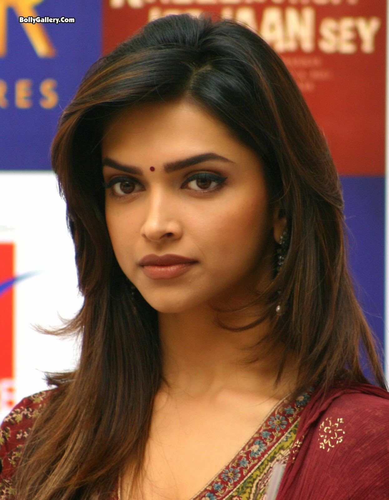 Deepika Padukone Hot Wallpaper Bikini In Saree Hot In