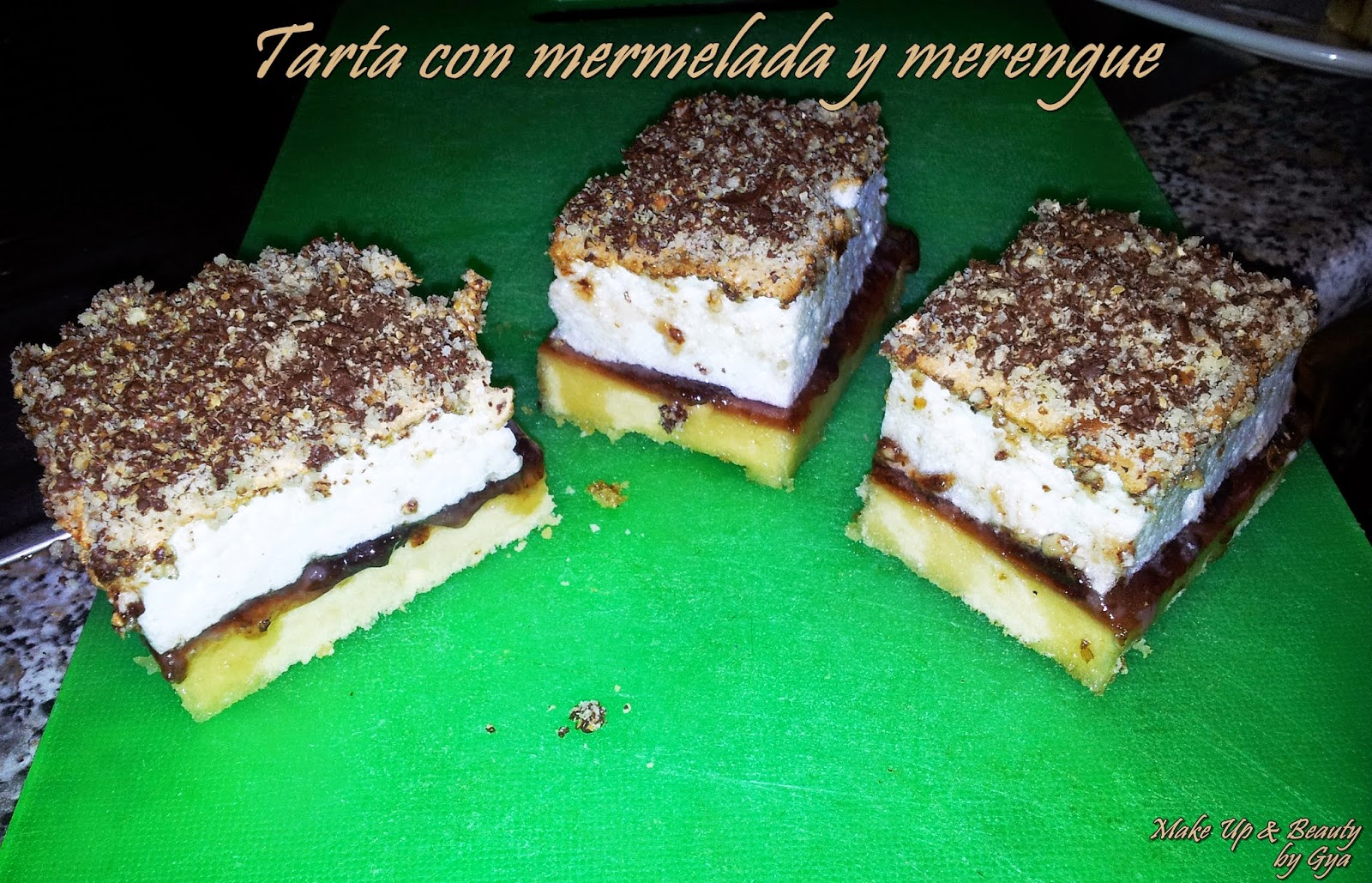 Tarta con mermelada y merengue