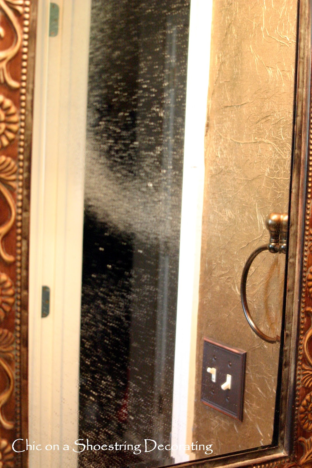 how to clean a mirror that streaks