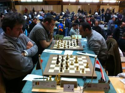 Ronde 4 les deux premières tables ont été décisives : Alexandre Dgebuadze au premier plan s'incline face à Bassem Amin et Tigran L. Petrosian bat David Arutinian - Photo © Chess & Strategy