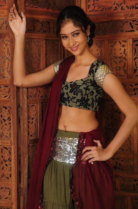 sindhu affan without saree in spicy shoot glamour  images