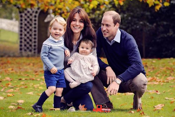 Kate Middleton, Prince William, Prince George and Princess Charlotte new photo new Christmas card