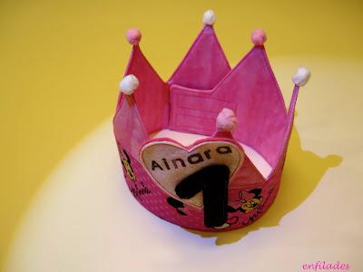 Corona d'aniversari Minnie personalitzada i feta a mà - Enfilades.cat