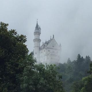 chateau neuschwanstein brume bretzel & cafe creme