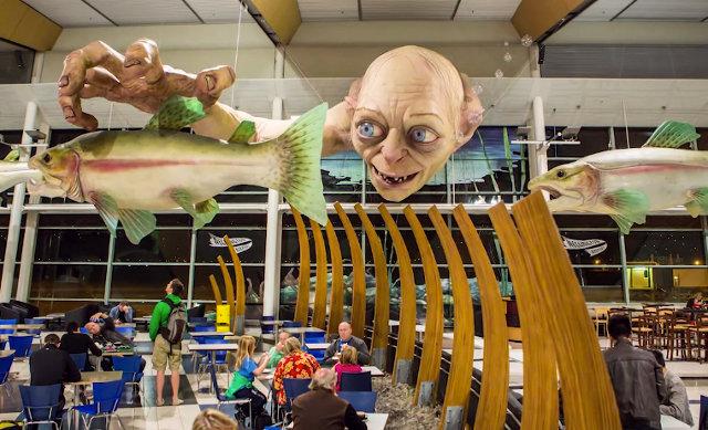 Estatua gigante de Gollum (del Señor de los Anillos) en el Aeropuerto de Nueva Zelanda