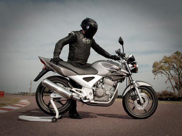 MOTRONIC: Caracteristicas Honda CBX 250 TWISTER