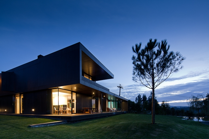 Black Concrete House by Pitagoras Arquitectos