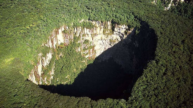 عجائب الدنيا وهل تعلم - ثقوب هائلة في الأرض